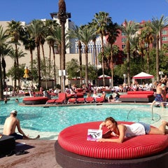 Photo taken at Flamingo GO Pool by Katiusha💋💓 S. on 3/23/2013