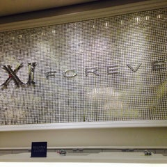 Photo taken at Forever 21 by Mrs B📳 on 4/19/2014