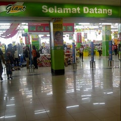Photo taken at Giant Hypermarket by Ming A. on 1/20/2014