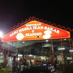Photo taken at Seri Mesra Ikan Bakar & Seafood by Nua on 12/1/2012
