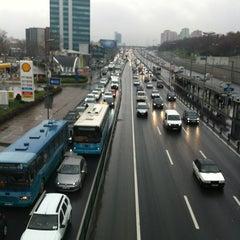 Photo taken at Merter Metro İstasyonu by Altan A. on 1/26/2013