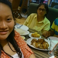 Photo taken at Kenny Rogers by Erine T. on 6/28/2015