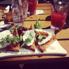 Photo taken at Le Pain Quotidien by Tinka J. on 8/16/2013