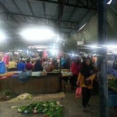 Photo taken at Pasar Borong Kemunting by Ungku I. on 8/5/2013