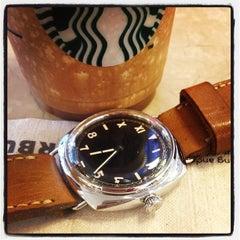 Photo taken at Starbucks (สตาร์บัคส์) by Thawatchai C. on 7/12/2013