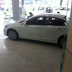 Photo taken at Wong Honda Cars (วอง ฮอนด้าคาร์ส์) by Ratchada5 T. on 1/29/2013