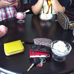 Photo taken at ไอศกรีมสัมมา(Samma Ice Cream) by Piyathida J. on 3/22/2013
