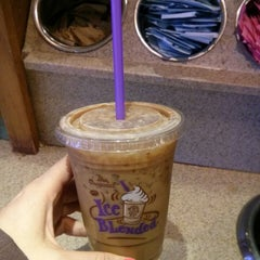 Photo taken at The Coffee Bean & Tea Leaf® by Shayna on 7/18/2013