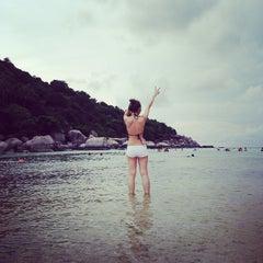Photo taken at เกาะนางยวน รีสอร์ท | Koh Nang Yuan Dive Resort by OillY O. on 5/9/2015