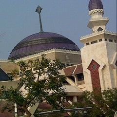 Photo taken at Masjid Agung At-Tin by eris aa'Oteks on 10/26/2012