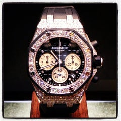 Photo prise au Audemars Piguet Boutique par Mohammad S. K. le5/5/2013