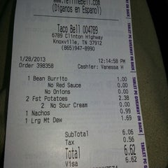 Photo taken at Taco Bell by Benjamin B. on 1/28/2013