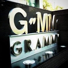 Photo taken at GMM Grammy Place (อาคาร จีเอ็มเอ็ม แกรมมี่ เพลส) by AMMZ on 3/19/2013