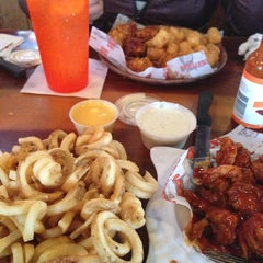 Photo taken at Hooters by Maribel💋 on 4/10/2013