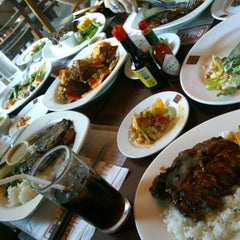 Photo taken at Bigby's Café & Restaurant by Kristine M. on 12/9/2012