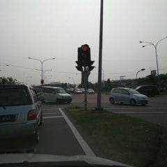 Photo taken at Traffic Light Lido Intersection by Bros™ on 9/28/2015