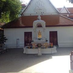 Photo taken at เทวสถาน (โบสถ์พราหมณ์) Dhevasathan (Brahmin Shrines) by YayaSaturday Y. on 7/3/2015