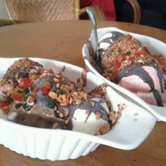 Photo taken at Ragusa Es Italia Restaurant & Ice Cream by Dendy K. on 5/18/2013
