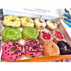 Photo taken at J.CO Donuts & Coffee by chacha t. on 4/7/2013