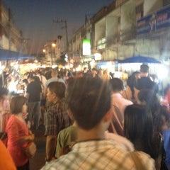 Photo taken at ถนนคนเดินวัวลาย (Wualai Saturday Nightmarket) by Mixkii Y. on 12/15/2012