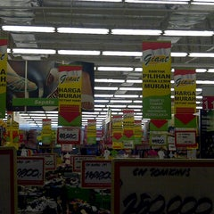 Photo taken at Giant Hypermarket by andry y. on 2/21/2013
