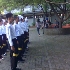 Photo taken at SMA Negeri 1 Makassar by Islamiaty I. on 6/22/2013