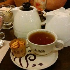 Photo taken at Black Canyon Coffee (แบล็คแคนยอนคอฟฟี่) by Natasha G. on 4/25/2015