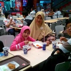 Photo taken at KFC by Tri W. on 8/22/2015