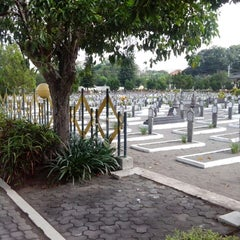 Photo taken at Taman Makam Pahlawan Kusuma Negara by Rifqyani E. on 7/7/2013