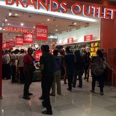 Photo taken at Brands Outlet by MezeeMijot on 9/23/2015
