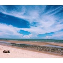 Photo taken at Springfield Beach Resort Cha-Am by Sahutsa I. on 5/31/2014