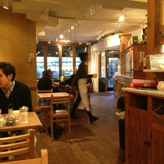 Photo taken at Le Pain Quotidien by jaehwa h. on 3/13/2013