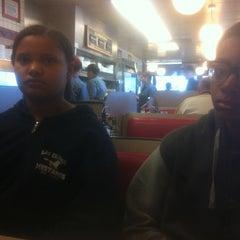 Photo taken at Waffle House by Johnnie C. on 12/31/2013