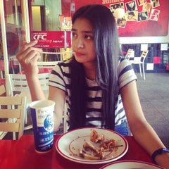 Photo taken at KFC by Nelly f. on 10/24/2014