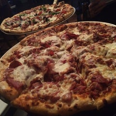 Photo taken at Pearl Street Pizzeria & Pub by Yosemite Sam on 11/4/2014