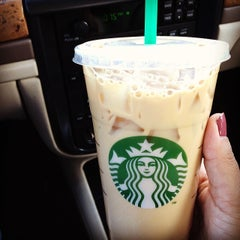 Photo taken at Starbucks by Luz Yadira P. on 2/21/2014