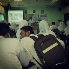 Photo taken at Poltekkes Kemenkes Semarang Prodi D3 Teknik Radiology by Prayoga M. on 7/29/2013