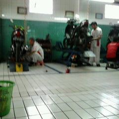 Photo taken at Nusantara Sakti (AHASS 1049) by HendRika S. on 4/1/2013