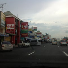 Photo taken at ศูนย์บริการทางหลวง ขาออก (Motorway Service Center - Outbound) by thummanoon k. on 7/5/2013
