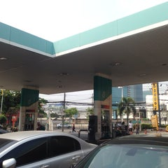 Photo taken at Petronas (ปิโตรนาส) by thummanoon k. on 2/28/2014