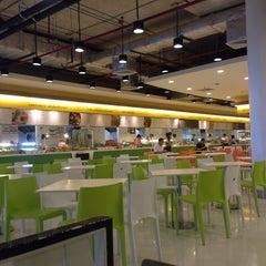 Photo taken at FoodPark @ Central Plaza Phitsanulok by thummanoon k. on 9/8/2014