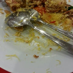 Photo taken at Downtown KLIA Seafood Restaurant (Chinese Seafoods Muslim Cuisine) by Aiza T. on 8/11/2015