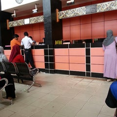 Photo taken at Kantor Pos Samarinda by siti rachmah w. on 3/18/2014