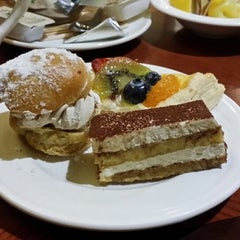 Photo taken at LVH - The Buffet by Rosi M. on 5/5/2014