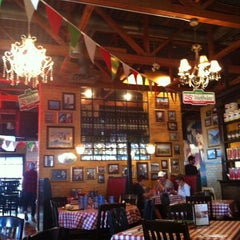 Photo taken at East Side Mario's by Duygu O. on 7/13/2014