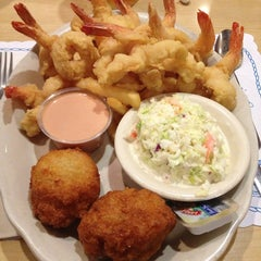 Photo taken at O'Steen's Seafood Restaurant by Valerie W. on 3/2/2013