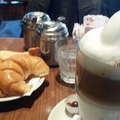 Photo taken at Establecimiento General de Café by Eduardo S. on 9/29/2014