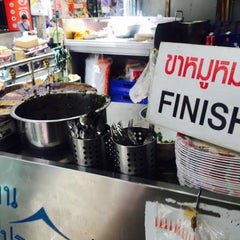 Photo taken at บะหมี่ แสบ X2 (Noodle+Khamoo Restaurant) by Cass M. on 8/30/2015