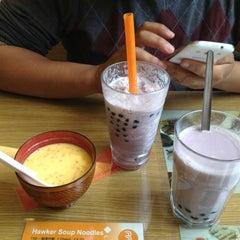 Photo taken at LongJi Hong Kong Restaurant by Jodie S. on 5/28/2013