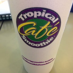Photo taken at Tropical Smoothie Cafe by Danielle A. on 9/29/2013
